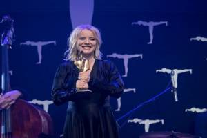 Joanna Kulig with Golden Ark For Best Actress